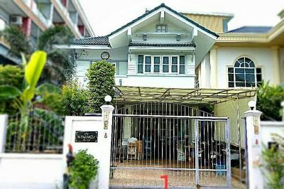ขายบ้านสองชั้น ถูกมาก เจ้าของขายเอง 58 ตรว เดินลงทะเลได้ ใกล้มหาวิทยาลัยบูรพา