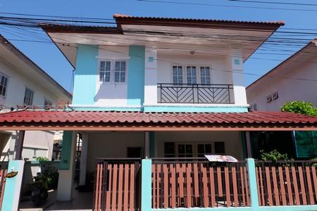 ขายบ้านแฝด หมู่บ้านบุรีรมย์ คลอง 4  ลาดสวาย ลำลูกกา ปทุมธานี  มีเนื้อที่  37  ตารางวา