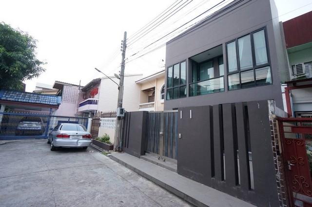 ขายด่วน บ้านทาวน์โฮม สร้างใหม่ ตกแต่งสวยหรู พร้อมเข้าอยู่ จรัญสนิทวงศ์ 1 ใกล้รถไฟฟ้าเดินเพียง 3นาที