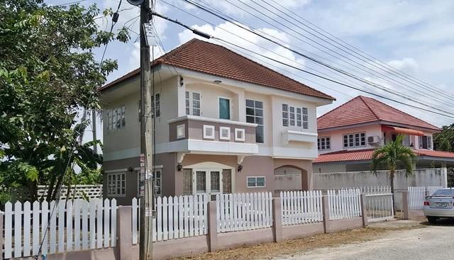 AUM005 ขายบ้านเดี่ยว 2 ชั้น ใน หมู่บ้าน เบญจรงค์ หางดง เชียงใหม่  93 ตรว. ขาย 2,300,000 บาท