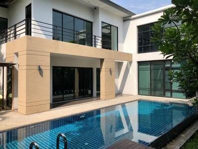 ให้เช่า บ้านพร้อมสระว่ายน้ำส่วนตัว หลังใหญ่ พื้นที่ 1 ไร่ พระราม 9 อยู่ใกล้กับ ซ.ศูนย์วิจัย 14
