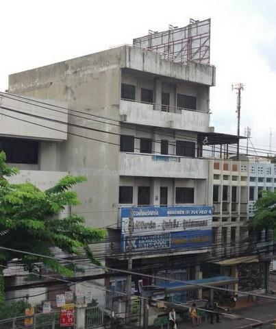 ขายอาคารพาณิชย์สำนักงาน 4 ชั้นครึ่ง 2 ห้องทะลุกัน ติดหน้าถนนลาดพร้าว มีห้องน้ำทุกชั้น