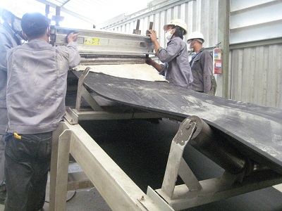 ตัวแทนจำหน่ายสายพานลำเลียงชนิดยางดำที่ผลิตในประเทศไทย รับตัดต่อสายพานลำเลียง