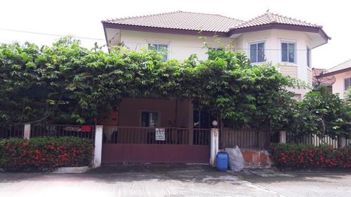 บ้านเดี่ยว 2  ชั้น  57.6 ตร.วา  หลังมุม   หมู่บ้านปิยทรัพย์ คลองสิบ ถนนรังสิต-นครนายก