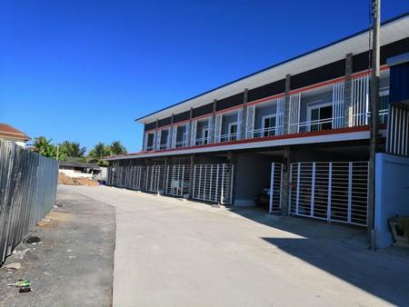 ขายทาวน์โฮมสร้างใหม่พร้อมเข้าอยู่ ทำเลดี  อยู่ติดถนนใหญ่ ใกล้ศูนย์หัตถกรรมบ้านบ่อสร้าง เชียงใหม่