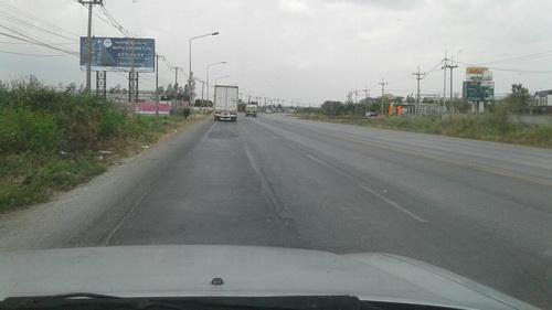 ที่ดิน  2 แปลงติดกัน แบ่งขายได้  25-1-76 ไร่  ด้านหลังติดถนนเลียบคลองเจ็ด