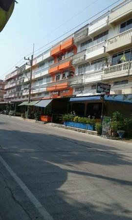 ขายด่วนอาคาร 2 คูหา พร้อมห้องพัก ใกล้ชายหาดชะอำ จ.เพชรบุรี