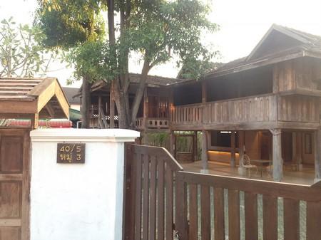 ขายบ้านไม้ 2 ชั้น ปรับปรุงใหม่  สันกลาง  เชียงใหม่  มีเนื้อที่ 97 ตารางวา