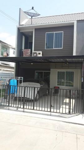 บ้านทาวน์โฮม  เนื้อที่  29 ตรว  2  ชั้น  4 นอน  2 น้ำ แอร์ 4 เครื่อง ครัว  หลังคาจอดรถ 2 คัน
