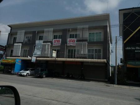 ขายอาคารพาณิชย์ 3 ชั้น  มีจำนวน  5  คูหา  ตำบลเนินพระ อำเภอเมือง จังหวัดระยอง