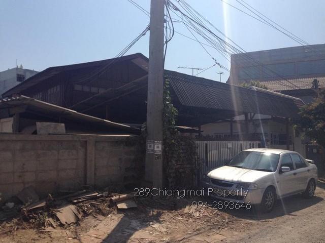 ขายบ้านในเมืองเชียงใหม่ ห่างคูเมืองเพียง 5 นาที ขายตามสภาพบ้านไม้สัก