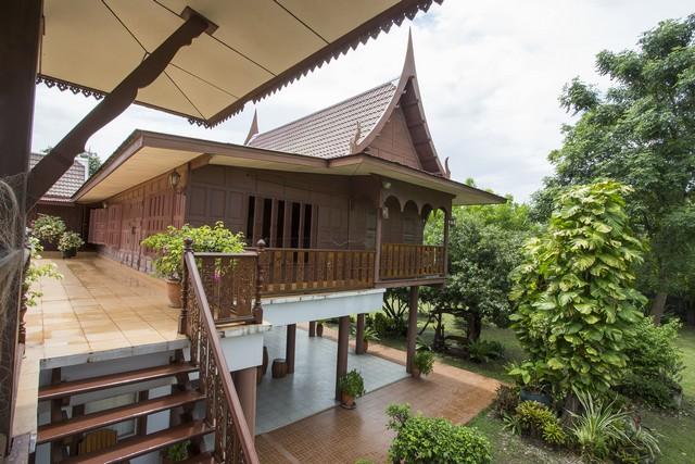 ด่วนขายบ้านเรือนไทย ไม้สักทั้งหลัง สุพรรณบุรี เพียง19,000,000 ล้านบาทเท่านั้น