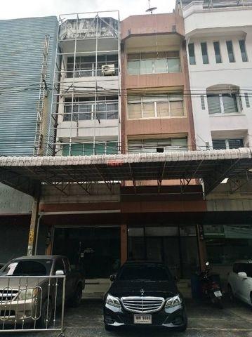 ให้เช่าอาคารพาณิชย์ 4 ชั้น 2 คูหาติดกันพื้นที่ 736 ตรม. ย่านห้วยขวาง ใกล้ถนนใหญ่