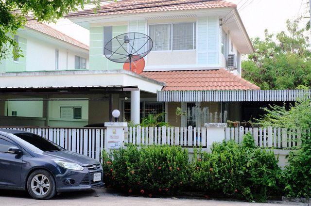 ขายบ้านแฝด 2 ชั้น (ตัวบ้านไม่ติดกัน)ใกล้ตลาดนัดจตุจักรชลบุรี