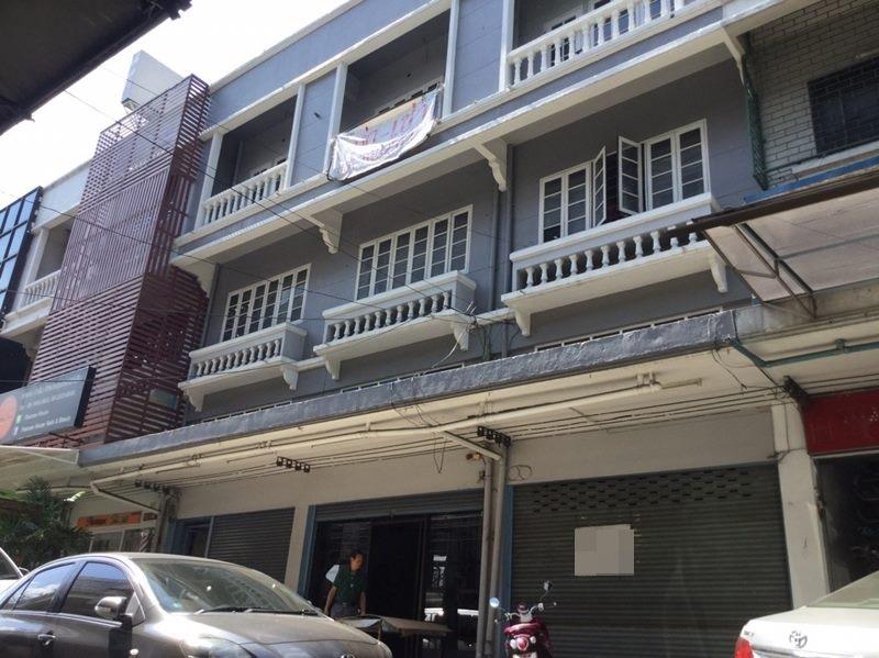 64778 - ขาย อาคารพาณิชย์ 3 ชั้น 3 คูหา ติดถนน วิภาวดี หมู่บ้าน ธนินทร ทำเลดีมาก